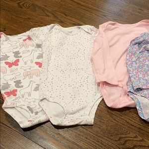 4 Carter's onesies size 24 months